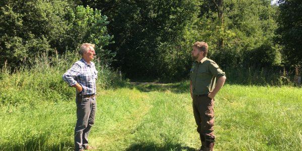 Boswachter Joris van Hellevoort en ecoloog Franke van der Laan
